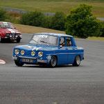 La Renault 8 Gordini de l'équipage Bujon à l'attaque sur le circuit de Mornay !