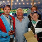 Les vainqueurs du Creusekistan 2014 sont creusois. Corinne et Jean-Christophe Jagaille sur Lotus Elise CR reçoive des mains de Maurice Elkaim - ancien vainqueur et directeur de Destinations Incentive - le premier prix : un voyage à l'île Maurice !