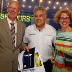 """Dick et Maria Groot-Boerle ont remporté le """"Coup de coeur Michelin"""" sur une Volvo P1800S."""