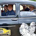 Eric Comas et Isabelle de Sadeleer accueillent les organisateurs du rallye dans leur splendide Renault Frégate aux couleurs du Creusekistan.