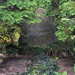 """Das Grab """"Gerhart Hauptmanns"""", der brühmteste Einwohner von Klosters"""