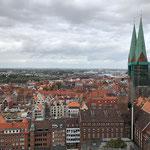 Blick von der Aussichtsplattform des St. Petrieturms
