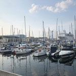 Blick zum Sportboothafen