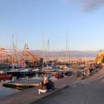 Abendspaziergang an der Hafenpromenade