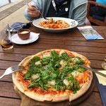 """Sehr leckere """"Pizza Mare"""" für mich und frische """"Penne con Pomodori"""" für Uli. Hat uns gerettet!!"""
