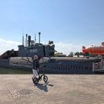 """Am Kai liegt das größte konventionelle (russische) U-Boot der Welt (U 461). Ein Geschenk Russlands an die DDR. Relikt aus dem """"Kalten Krieg"""""""