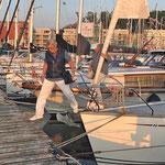 Skipper geht von Bord - und zum Hafenmeister