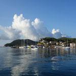 Hier liegen wir vor Anker in der Bucht von Marina di Campo