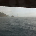 Es geht gleich richtig los, Regen und Wind, ankern in der Bucht vor Cavo