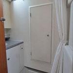 Separate Duschkabine mit Durchgang zur Stb.-Kabine (Werk-Raum)