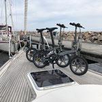 Wir packen unsere neuen Klapp-E-Bikes aus. Sie werden uns noch viel Freude bereiten