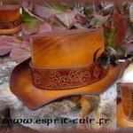 Chapeau en cuir réalisé par Cécile