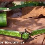Passant d'épée dorsal en cuir et ceinture fine en cuir