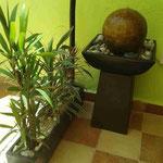 Fuente con Plato de Fibra con Base Barro y Esfera 1 Mt. Altura 50 cm. Ancho $ 1.650.00