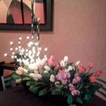 Arreglo Jardinera con Tulipanes y Copos Chicos $ 1.250.00