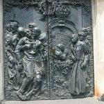 Eine Bronzetür