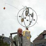 Zum Franziskusjuiläum 2005 schuf der Hattinger Künstler Egon Stratmann eine Betonrelief-Säule zum Sonnengesang.