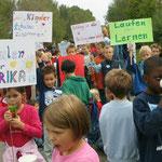 Zum Franziskus-Jubiläum fand auch ein Solidaritätsmarsch für Schulen in Afrika im ehemaligen Hüttengelände statt..