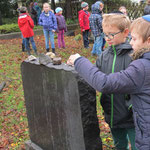 Am 9. November eines jeden Jahres besuchen wir den jüdischen Friedhof in Erinnerung an die Reichspogromnacht. 2008 betete Rabbiner Dr. Navon das jüdische Totengebet Kaddisch.