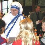 Unsere Schule hält Kontakt zu den Essener Mutter-Teresa-Schwestern. Die Schule nahm am 25jährigen Klosterjubiläum ...