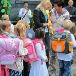 Einschulungsfeier im Franziskusforum des Schulhofs