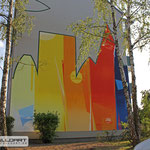 Giebelgestaltung mit buntem Bild zur Freude der Mieter und der Graffitiauftraggeber