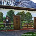 Pferd auf ehemaligen Pferdestall