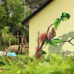 Tiere auf der Häuserwand gemalt durch Graffitikunst in Brandenburg bei Berlin