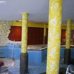 Schwimmbecken bemalt mit chinesischen Wandmotiven