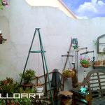 Weisse Grundstücksmauer bevor Graffiti und Airbrush Malerei zum Einsatz kamen