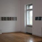 Arbeiten zum Thema Geld im grossen Ausstellungsraum