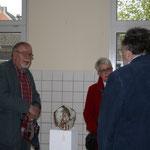Besucher im Ausstellungsraum von Jochen Leyendecker