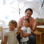 Ein Regenschirm für Papa!
