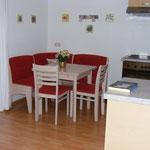 Esstischgruppe mit ausziehbarem Tisch