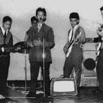 THE BLACK STRANGERS 1960 vlnr: Ed Sigarlaki - Ron de la Rambelje - Rudy (Otje) Kalff - Johnny Pessey - Don Sigarlaki