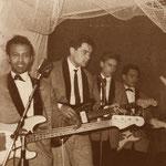 THE LOSERS - Pigalle Soos (Hotel Goderie) Roosendaal   - winter 1965 vlnr: Will Masius - Jack de Nijs - Albert Valentijn - Ruud Wenzel Let op de 2 bassisten (voorgrond en achteraan) voor de stuwende Indo-Rock beat!