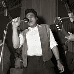 Ronnie Tehupeiorie van The Black Eyes uit Drachten tijdens songfestival in De Beurs, Leeuwarden (1961)