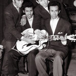 Eerste promotie foto's Hotel De Schuur, Breda 1957 als The 4 T's, showing their white Miller = Egmond guitars