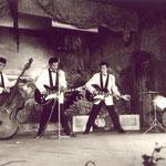 The Four Tielman Brothers met Egmond Caledonië gitaren met 3 elementen - Expo 58 Brussel - Hawaiian Village