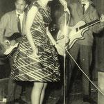 THE LUCKY STARS - songfestival Noordwijk 1961 - vlnr: Oely Ros, Mia Swart en Teddy Grey (fotocollectie: Teddy Grey)
