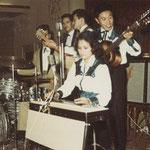 ELLY BARON & HARRY SEEGERS met THE HOT JUMPERS (o.a. drummer Wim Kroesen)