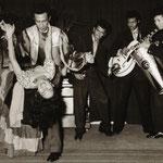 The Four Tielman Brothers met zusje Jane - Calypso demonstratie - Hotel de Schuur 1957 - gemaakt in de achterzaal van hotel De Schuur.