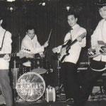 THE ROLLIN' STARS in Berlijnse nachtclub ca. 1964 - vlnr: René van Ede van der Pals, Robby Muller, Paul Schüler en Jack Lentze.