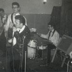 THE HURRICANE ROLLERS - Cosmopolite, Den Bosch - maart 1964 vlnr:  Bart Strik - Jos van Muyen - Johnny Wisse - Wil van Gurp - Frits Maréchal
