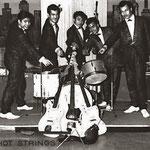 THE HOT STRINGS in de Kaskade, Keulen 1962 vlnr: Frits Galistan, Ron Keyner, Albert van Haasen, Wil Steygerwalt en Bob van Oosterzee.