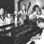 Zigeunerorkest Gregor Serban - vlnr: Gregor Serban (viool), Gerard Pijpers (cello), Jan spoel (contrabas), Andrei Serbanescu (viool) en Colea Serban (piano)