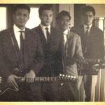 Jack Dens & The Swallows uit Roosendaal (1961) vlnr: Gerrit 'Nono' Gillet (solo), Henk Voorheyen (drums), Nico Takarindingan (bas) en Jack de Nijs (slag/zang)