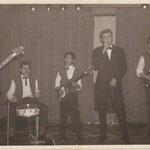THE BLACK HUNTERS in Hotel Slotania april 1962 -vlnr: Jeffrey Sijmens, Piet Bakker, Jimmy Kalff, Egbert Harms en Gerard de Boer