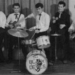 THE BLACK DEVILS ca. 1959 vlnr: Hans Kremers - Jimmy Schöne - Carly Schöne - Rex von Harras - Benny Stevens