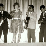 Miss Ann and her Rocking Boys (1961) - derde optreden feest van voetbalclub Cluzona in de Wouwse Kunstkring. L-R: Evert Solisa, Jeanne 'Miss Ann' van Hassel, Jan Makatita en Wim Makatita.